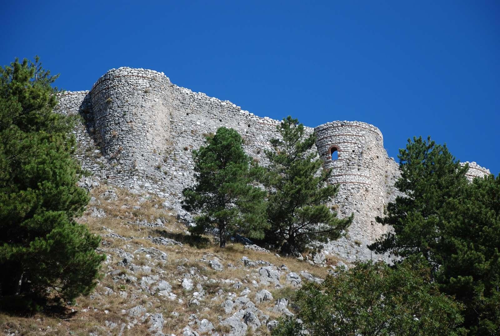 Castello Dei Maginulfo Roccamandolfi Guida Turistica