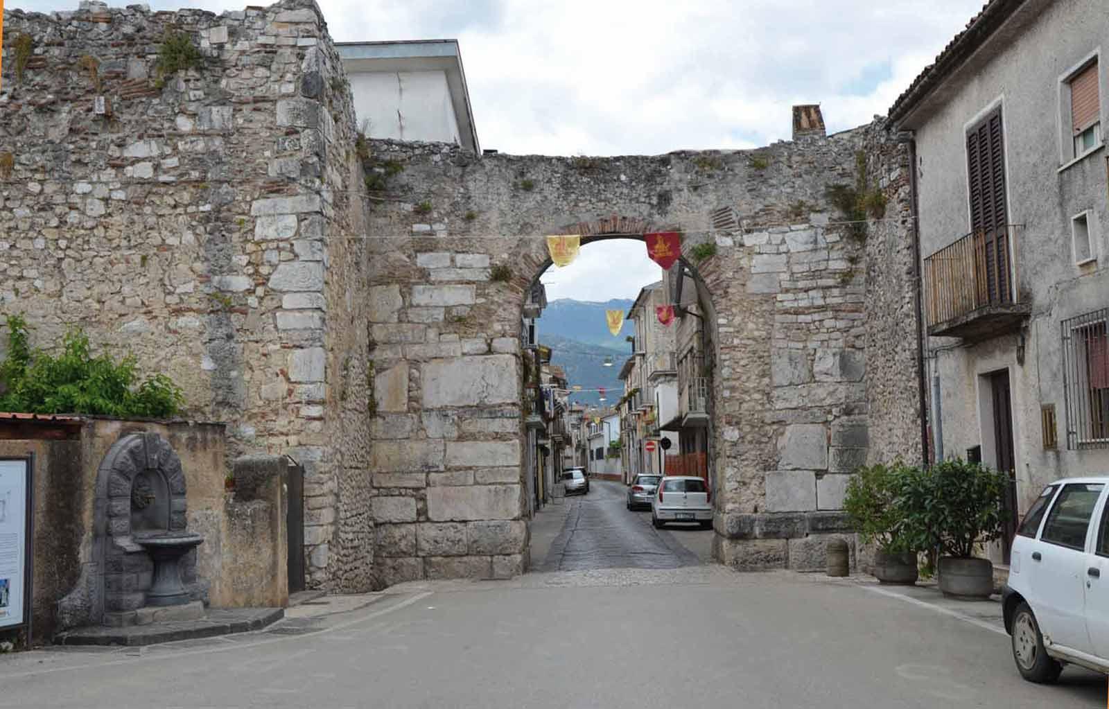 Le mura romane di alife e le sue porte guida turistica - Caruso porta romana ...